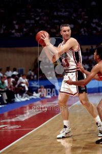 chris-mullin-looking-for-open-man-1992-dream-team